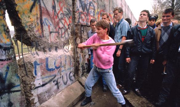 BERLIN-WALL-pan_641537a-29jw5ny